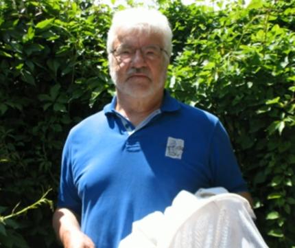 Ingenieur und Imker Hans Neumayr